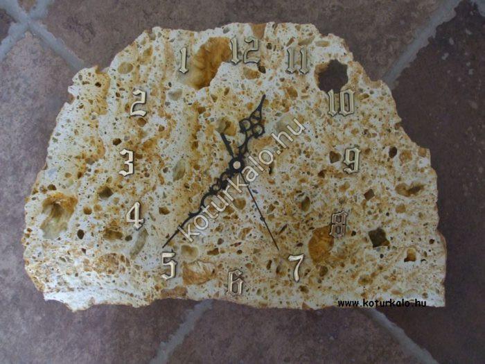 Visszafele járó sárga tufa szikla óra aranyszínű számokkal