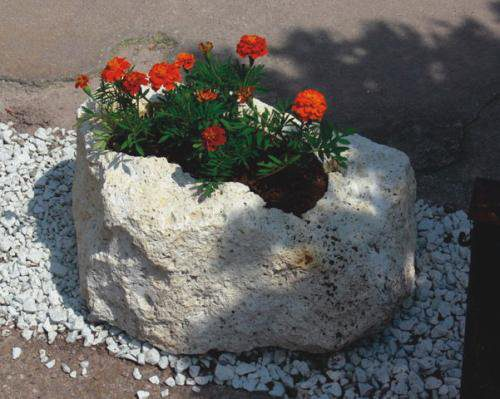 Virágtartók sziklából