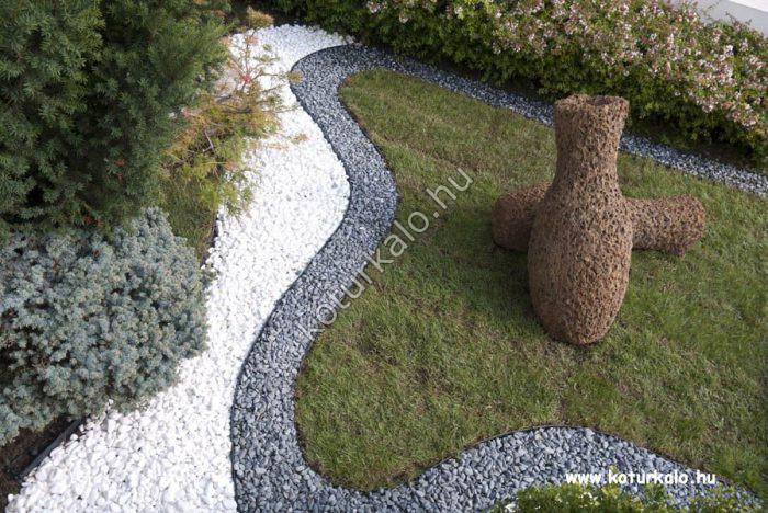Vékony sávban díszített kert fekete nero ebano görgeteggel