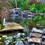 Andezit tipegő kerti tó szélén bakonyi tipegővel inspirálva
