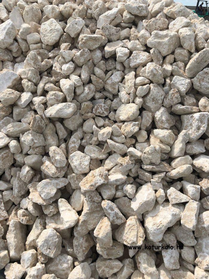 Bézs színű travertin zúzott kő