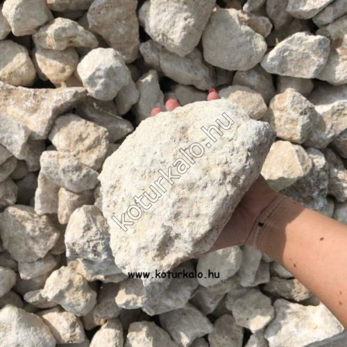 Gyerek fej nagyságú bézs színű travertin zúzott kő